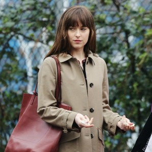 dakota-johnson-interpreta-a-anastasia-steele-en-cincuenta-sombras-mas-oscuras-