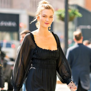 karlie-kloss-con-'little-black-dress'-por-las-calles-de-nueva-york