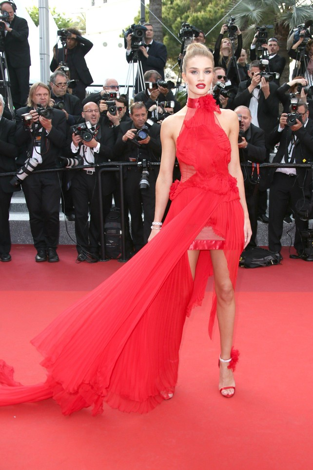 rosie-huntington-whiteley-en-la-alfombra-roja-de-cannes