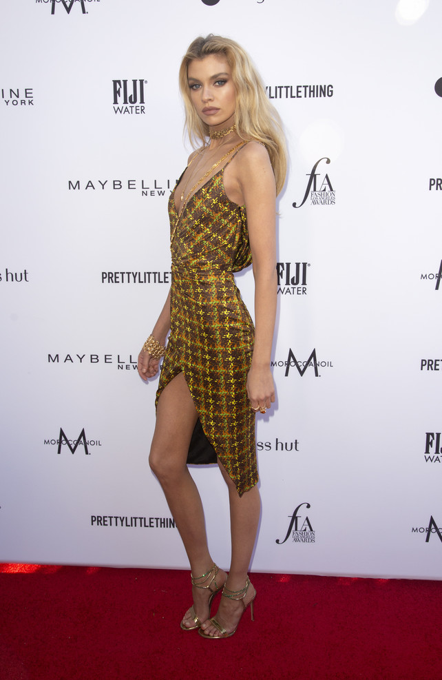 stella-maxwell-en-daily-front-row-039;s-fashion