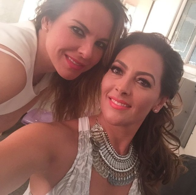 kate-del-castillo-con-su-hermana-veronica